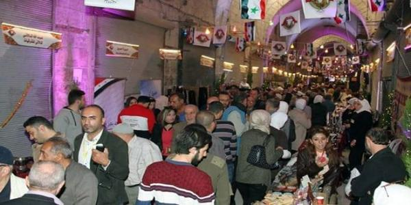Thousands of people participate in Aleppo shopping festival
