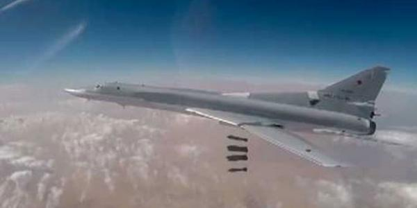 Russian Defense Ministry: 6 strategic bombers hit Daesh posts in Deir Ezzor countryside
