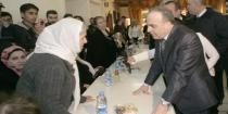 Premier Khamis pays tribute to Syrian mothers